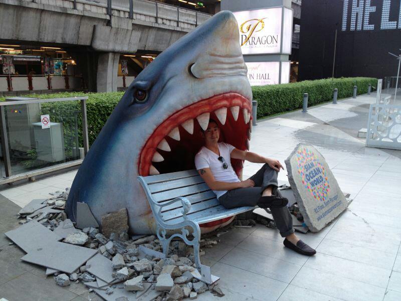 Лавочка-акула в Бангкоке