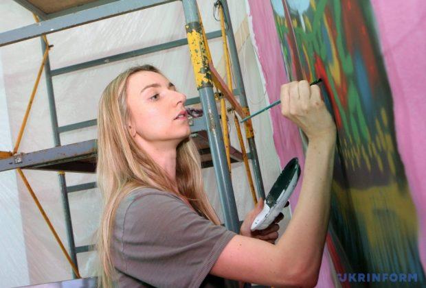 День вишиванки  художниця з Лондона малює п ятиметрових