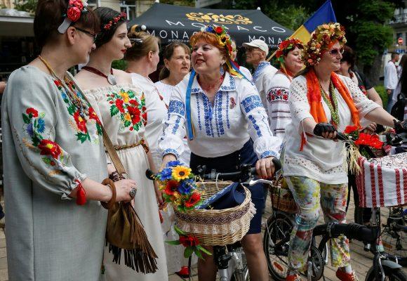 У Києві 19 травня відбувся Мегамарш вишиванок. Акцію приурочили до Дня  вишиванки 3bc2ffa99173f