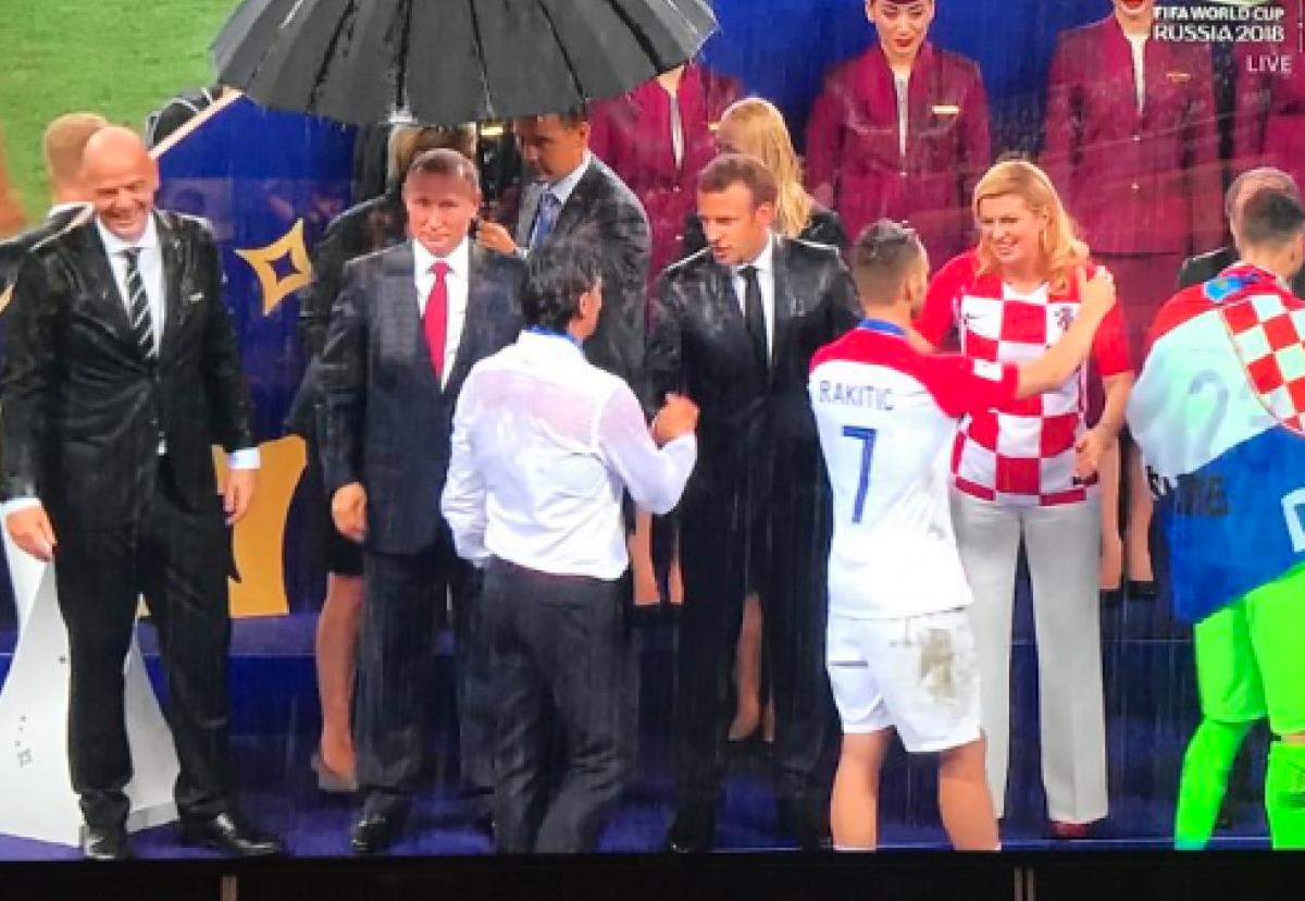 Путін парасолька