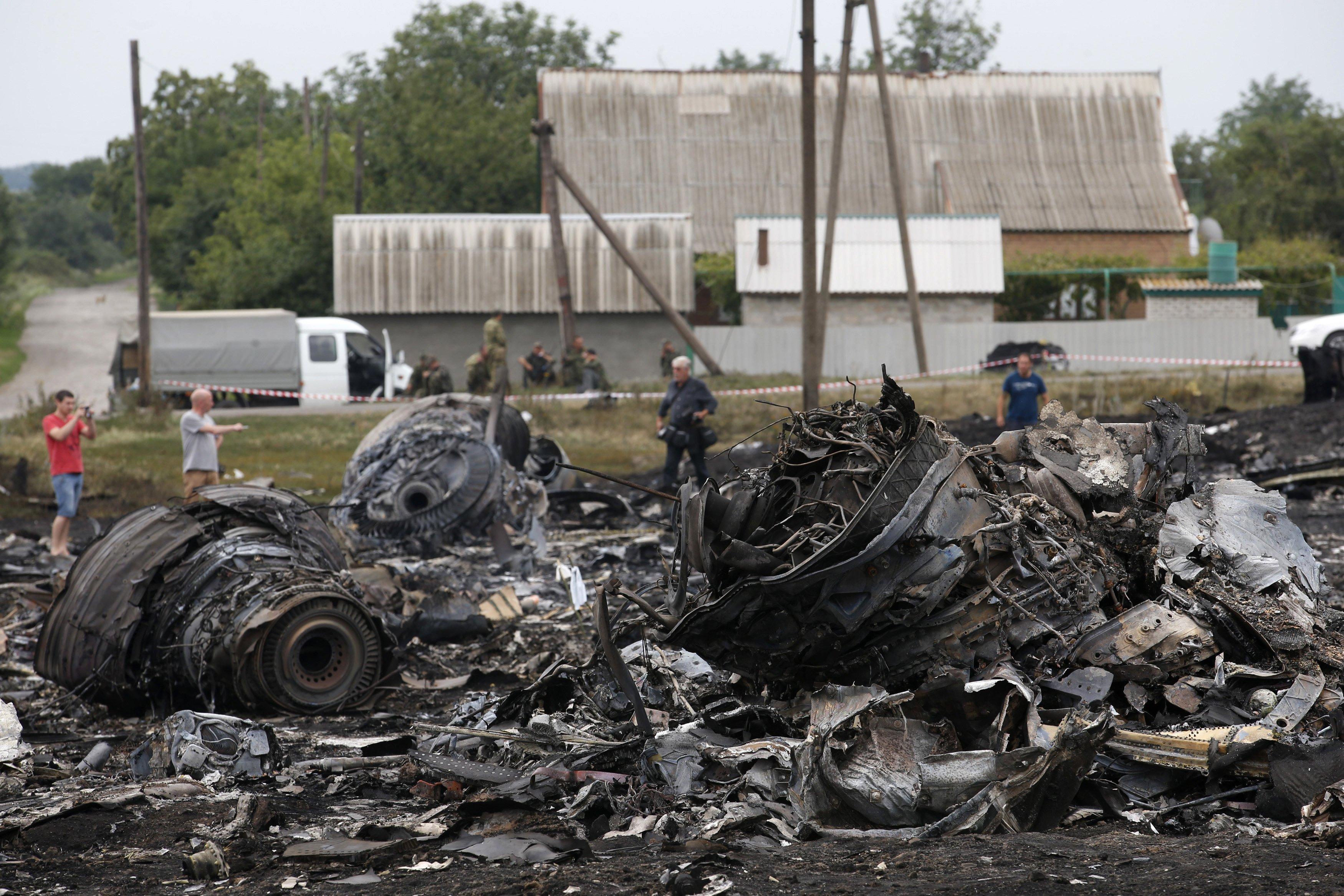 Рештки збитого авілайнера біла селище Грабове