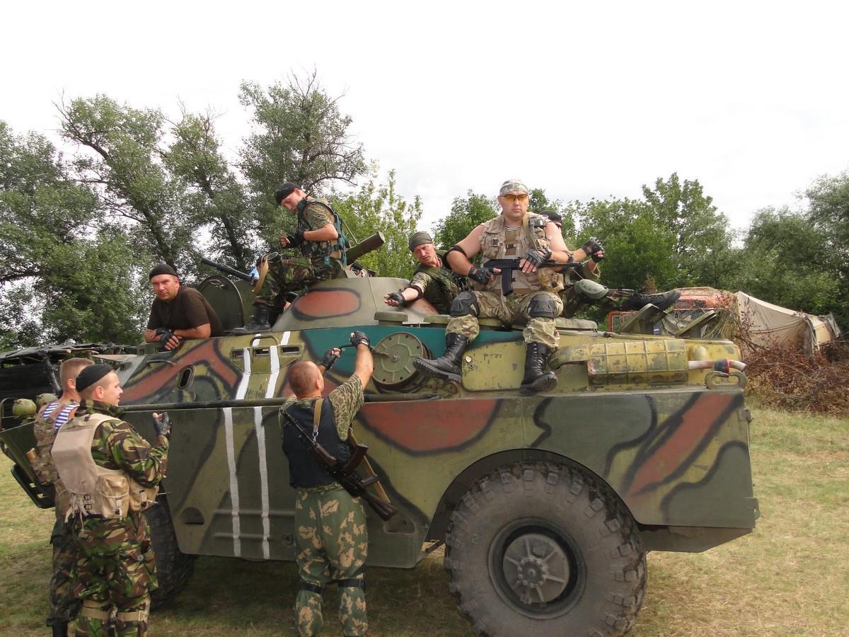 Бійці батальйону «Кривбасу» на своєму БРДМ-2