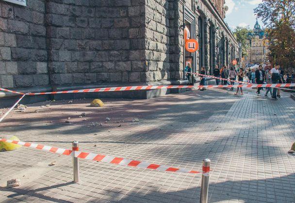у центрі Києва обвалилися фрагменти балкона історичної будівлі