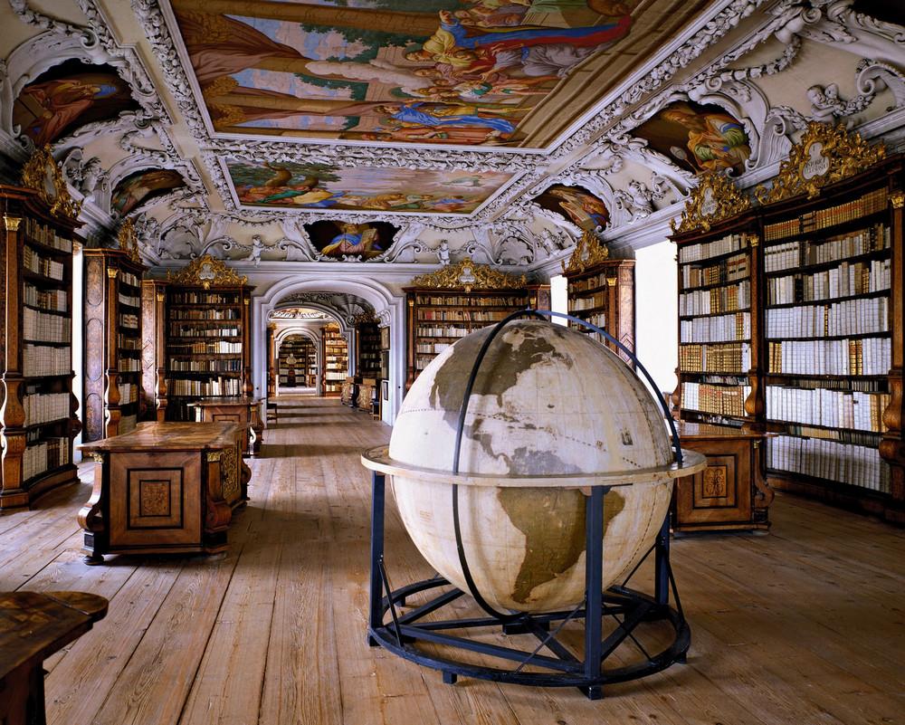 библиотеки Массимо Листри