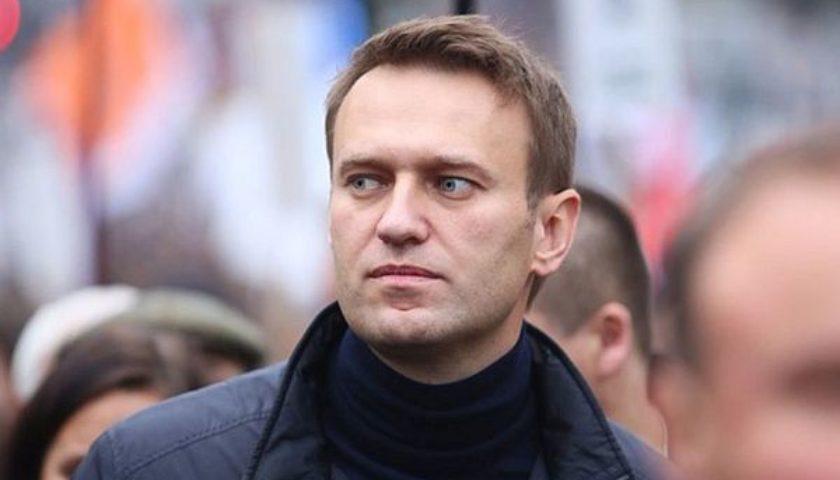 Мужчина, летевший с Навальный одним рейсом, опубликовал видео с самолета:  Ему стало очень плохо   Рубрика