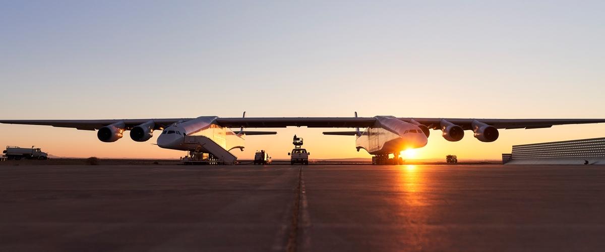 У Каліфорнії випробували найбільший літак у світі