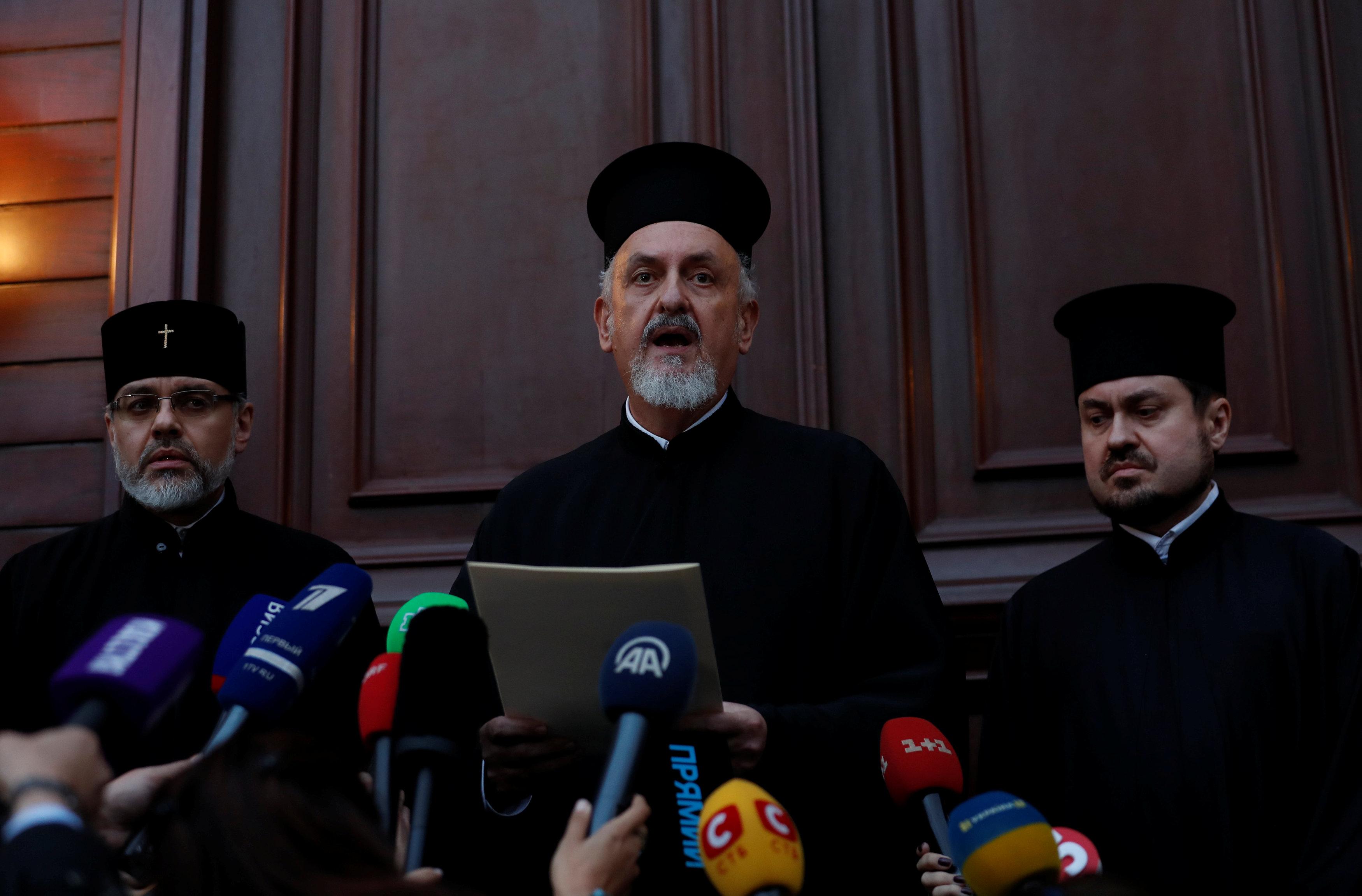 Представник Константинополя, митрополит Гальський Еммануїл оголосив журналістам рішення ухвалене Синодом / 11 жовтня 2018 року / Фото reuters