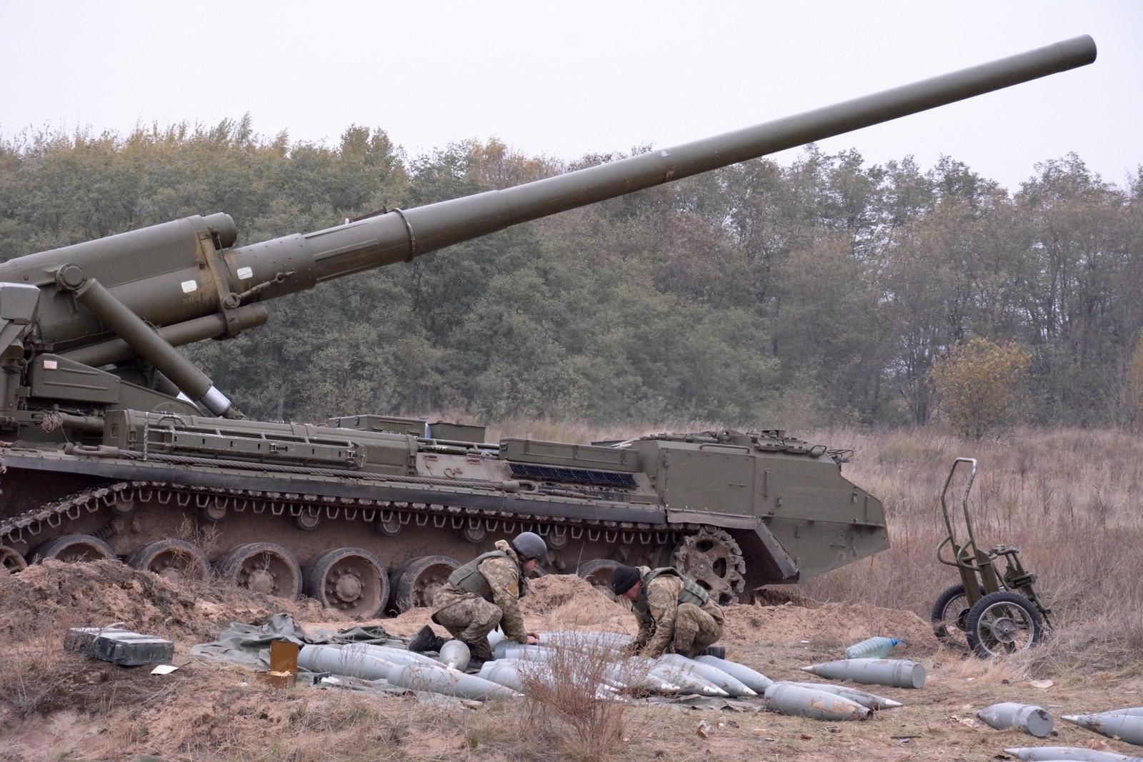 """203-мм САУ """"Піон"""""""