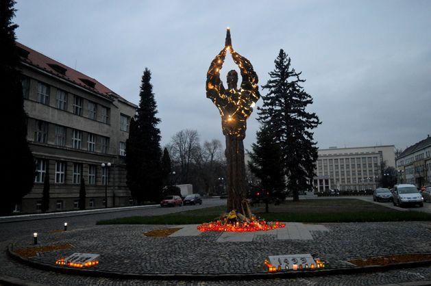 В Ужгороді відкрили пам'ятник жертвам Голодомору