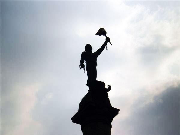 Статуя прометея камянське