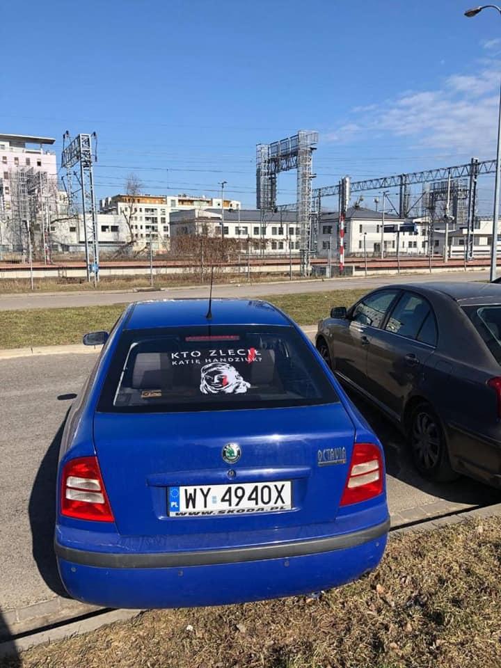 У Варшаві з'явились авто з наліпками Гандзюк