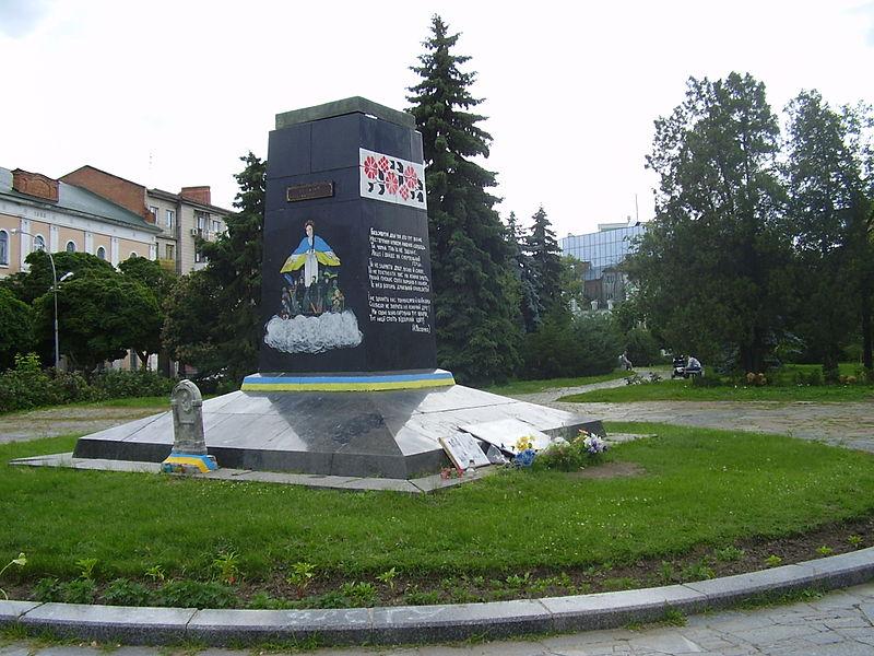 Пам'ятник Небесній сотні у Полтаві