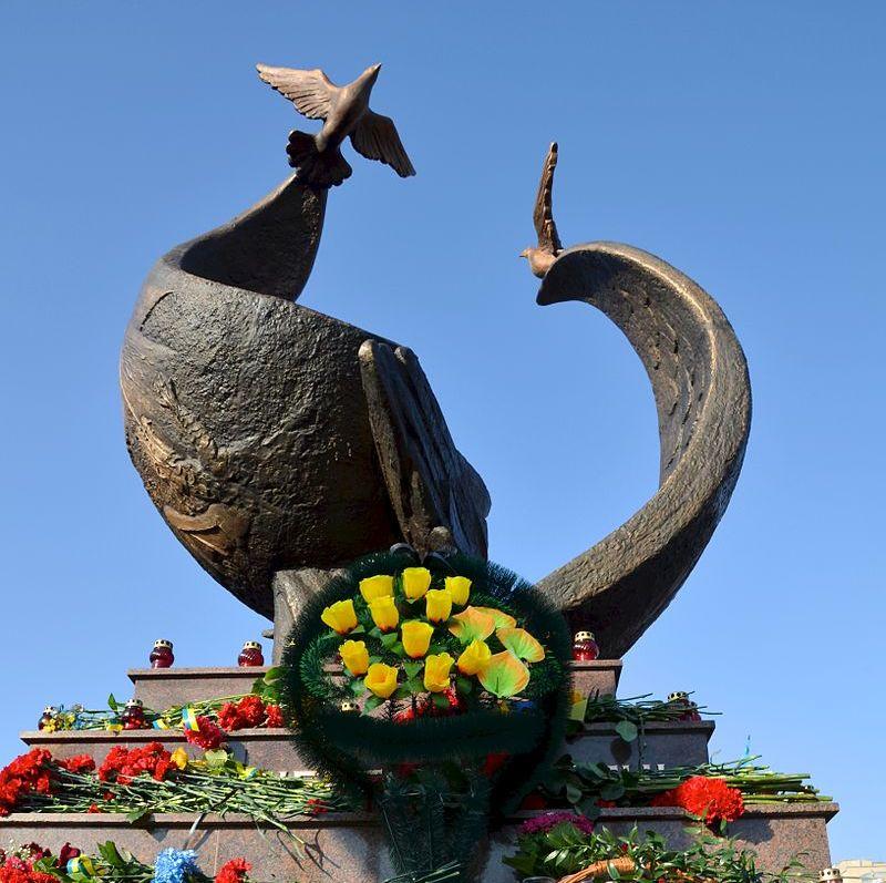 Пам'ятник Небесній сотні у Миколаїві