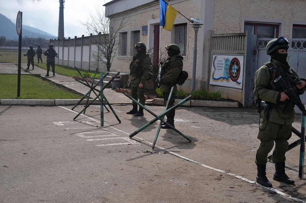 Російські військові блокують одну з частин ВМСУ