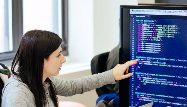 жінка програміст