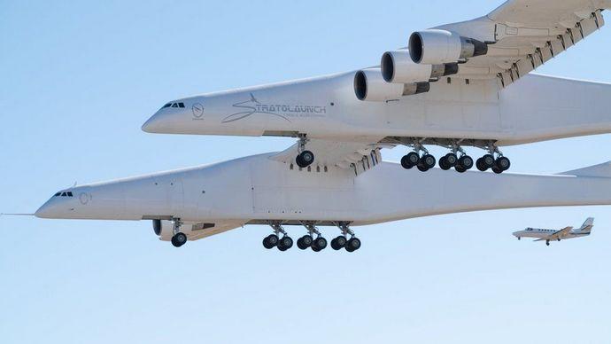 Найбільший у світі літак вперше піднявся в повітря