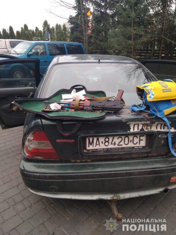 На Київщині чоловіки в балаклавах