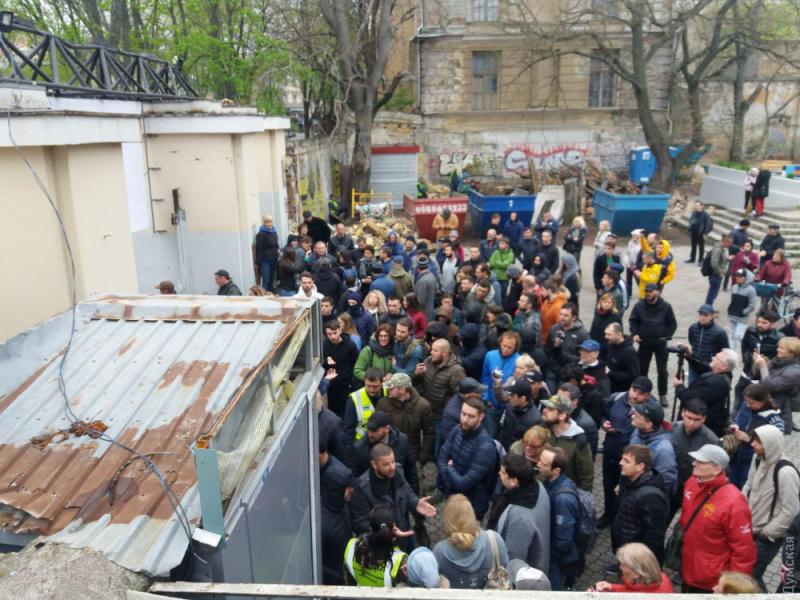Учасники акції протесту виступають проти забудови Літнього театру в Одесі
