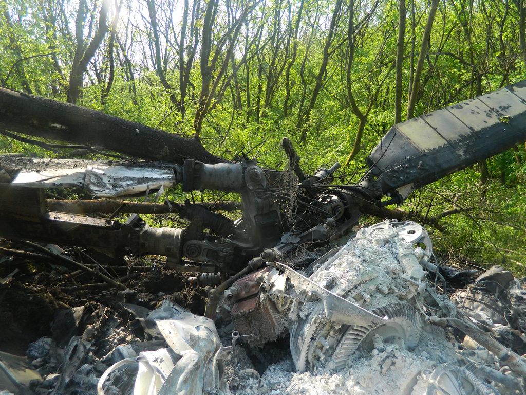 Фото з місця падіння вертольоту
