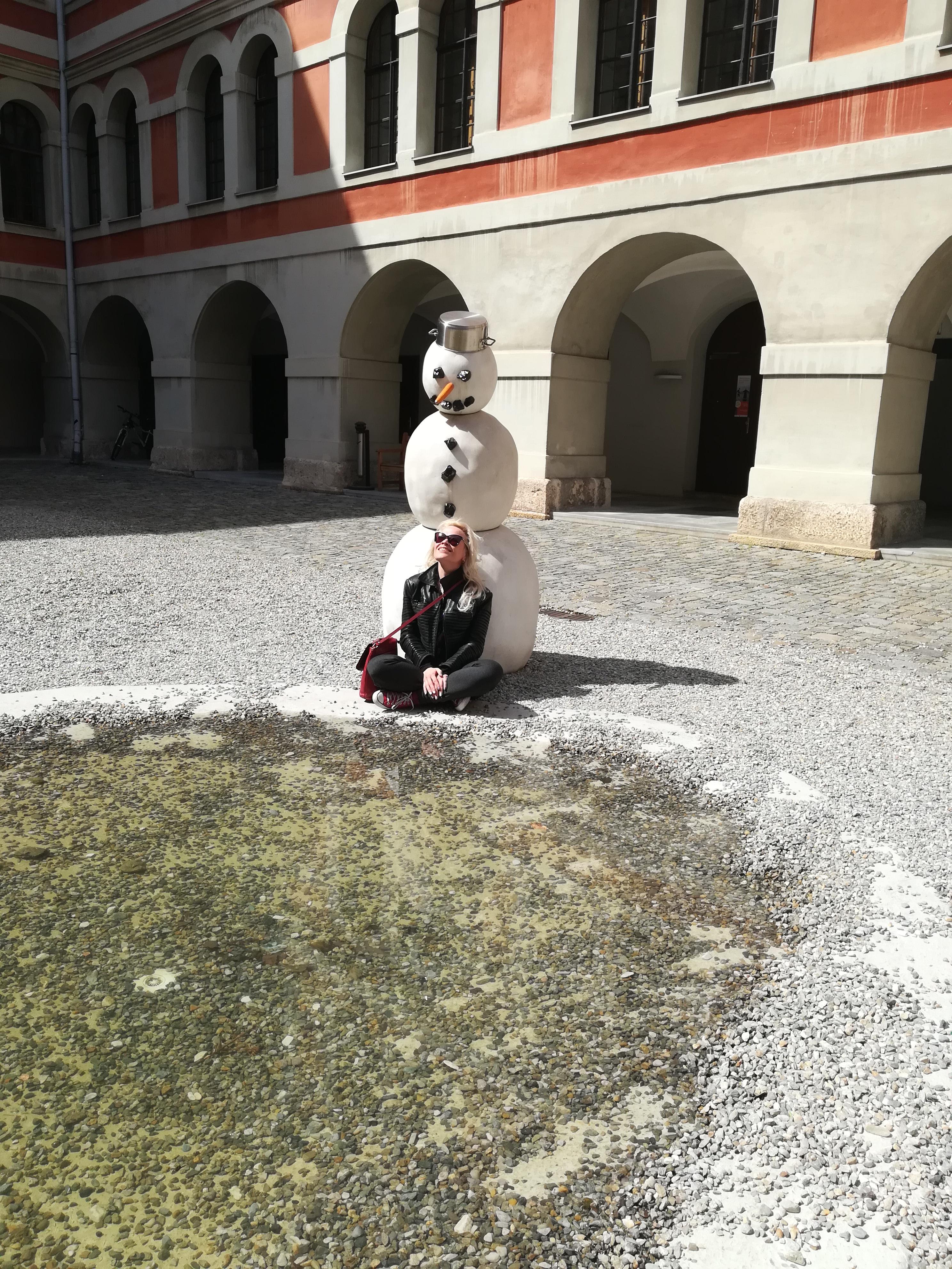 Грустный снеговик Австрия
