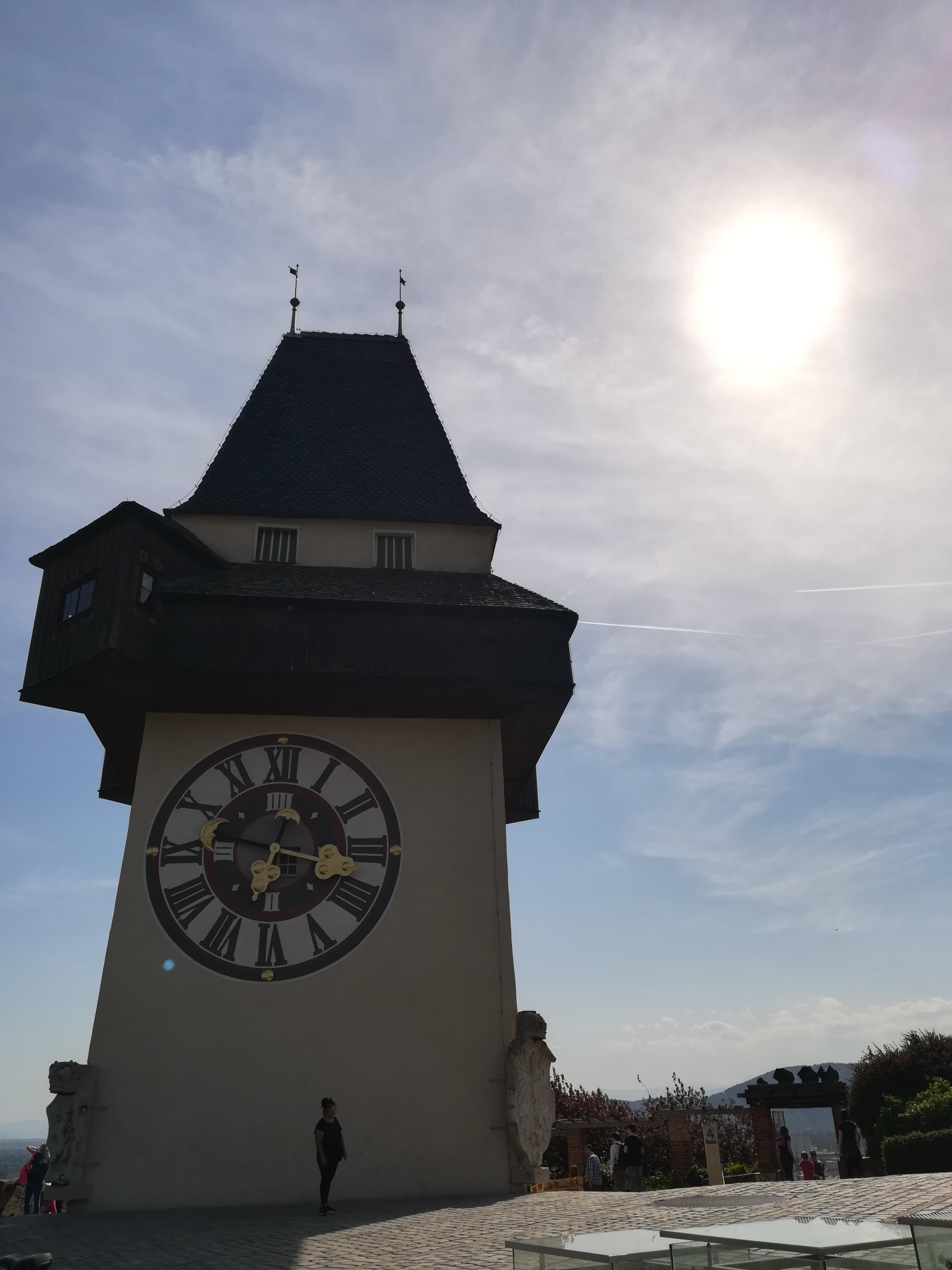 Часы на башне замка Шлоссберг Грац