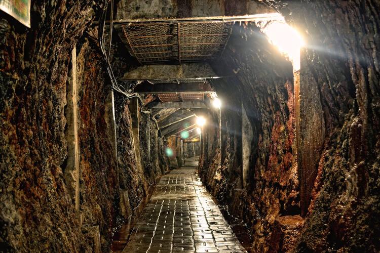 Наследие добычи угля Омбилин в Савалунто (Индонезия).