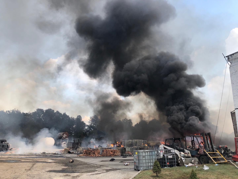 горить хімічний завод Львівщина