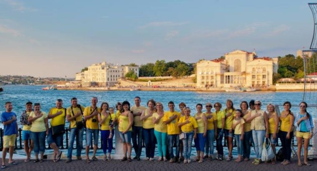 Синьо-жовтий флешмоб в окупованому Севастополі