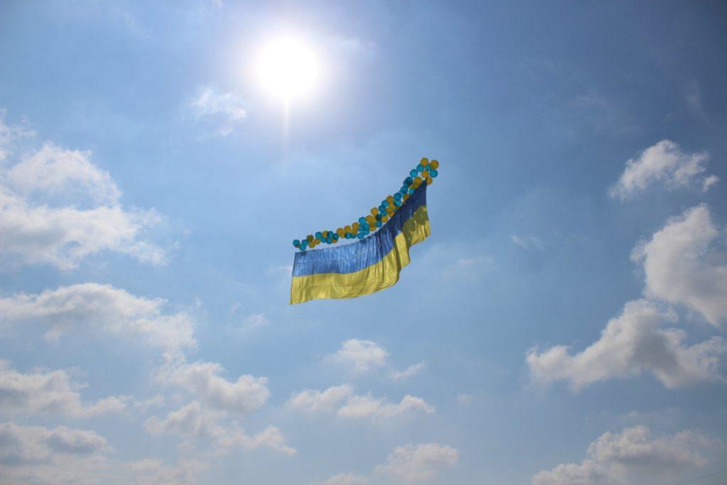 прапор України над окупованим Донецьком