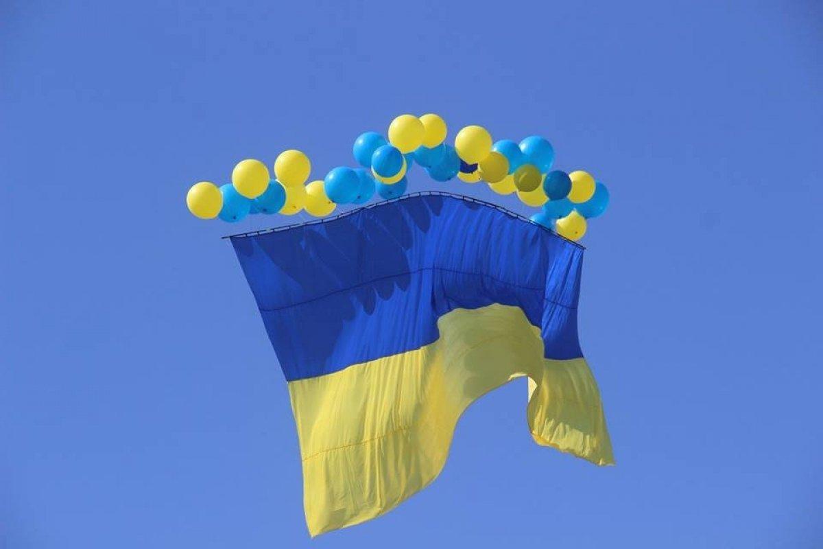 Найбільшій прапор в Україні над окупованим Донецьком