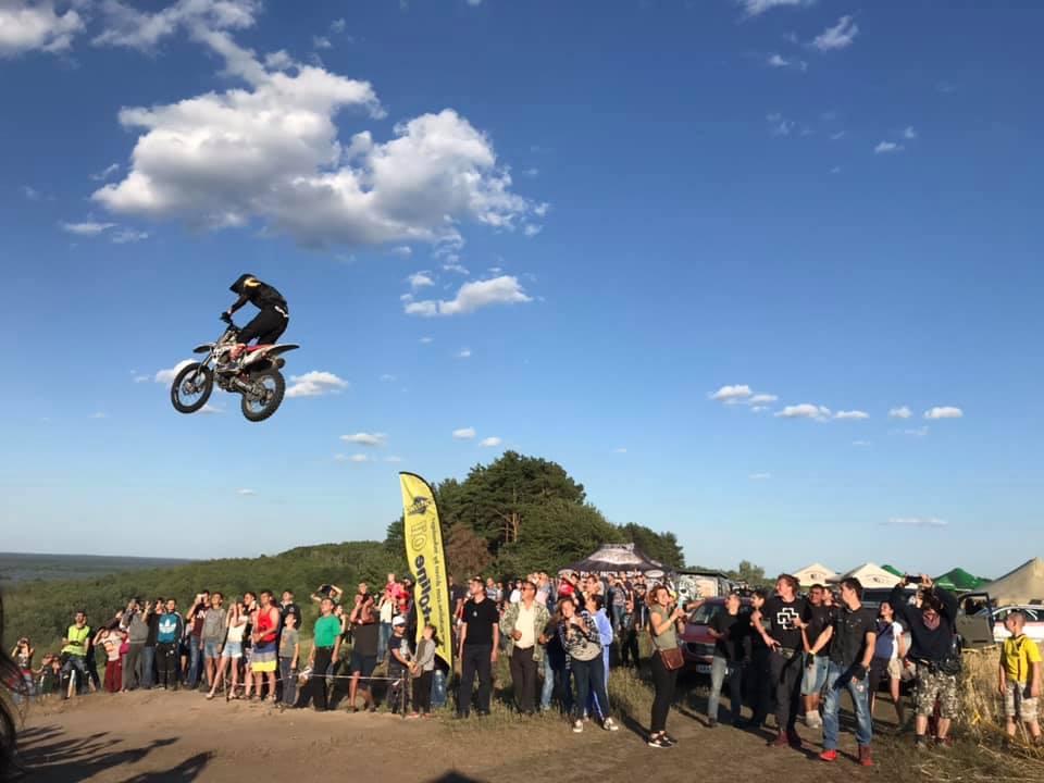 найбільший стрибок на мотоциклі