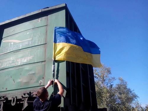 український прапор на потязі в окупований Луганськ