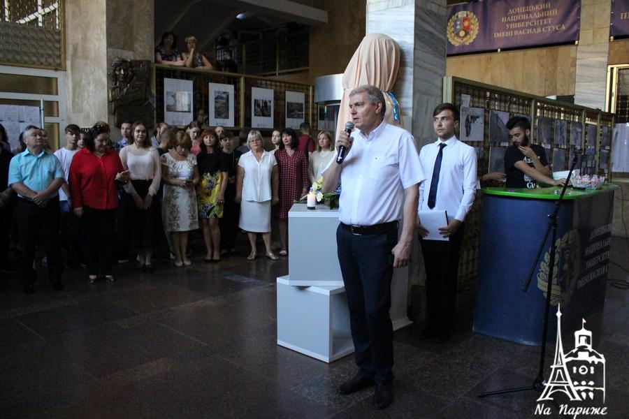 Погруддя Стуса відкрили у ДонНУ у Вінниці