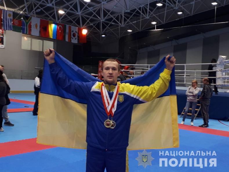 Знай наших: полицейский из Луганщины стал чемпионом мира по кикбоксингу