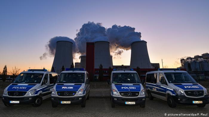 У Німеччині тисячі людей заблокували дороги та залізничні колії з вимогою відмовитися від видобутку вугілля