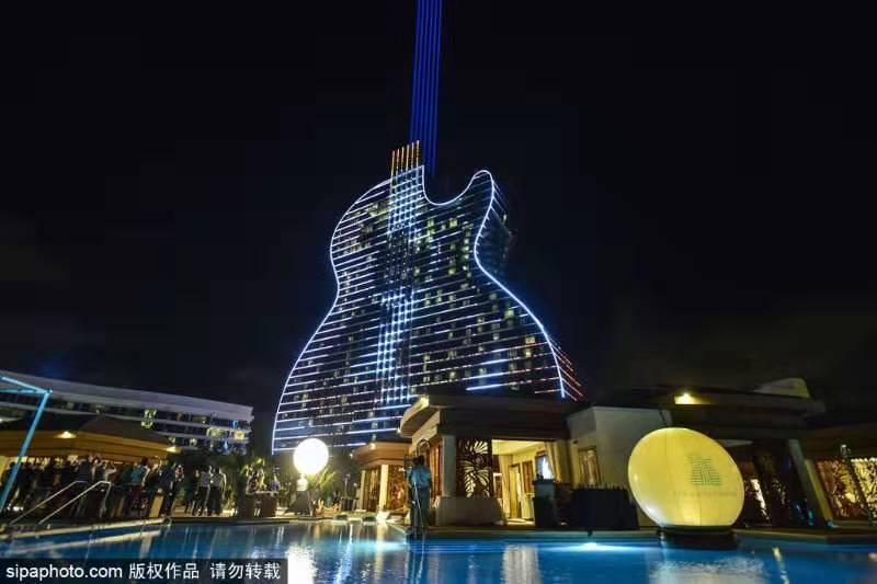 У Голлівуді відкрили перший у світі готель у вигляді гітари