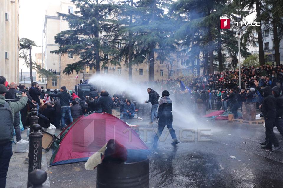 Грузинський спецназ почав витісняти людей