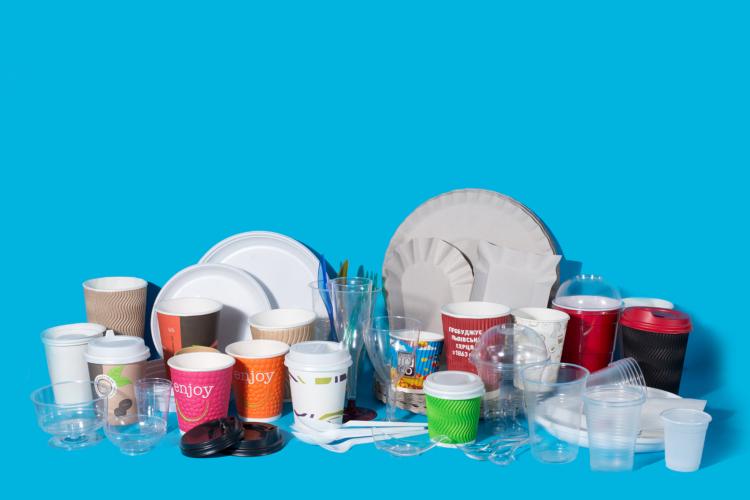 пластиковий посуд у закладах
