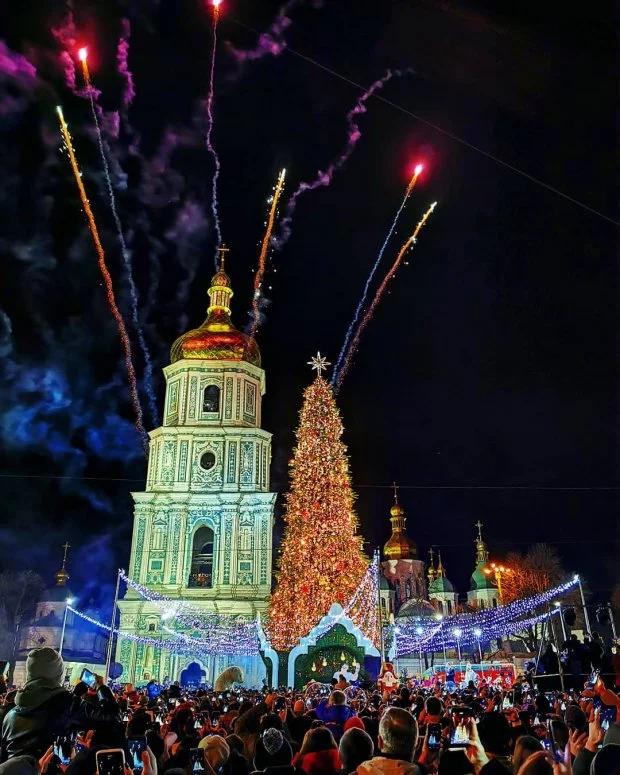 У Києві засвітили головну ялинку країни
