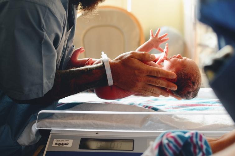 скільки коштує народити дитину