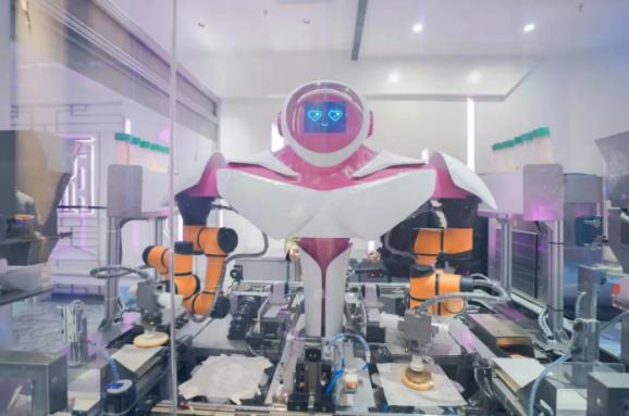 У Китаї відкрили ресторан з роботами-кухарями