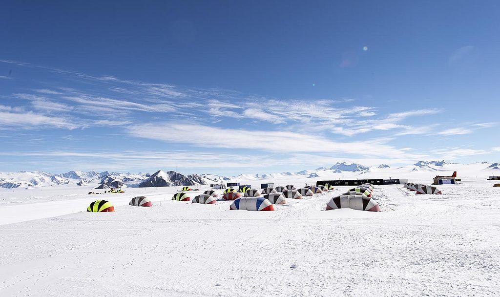 Як живуть в Антарктиді