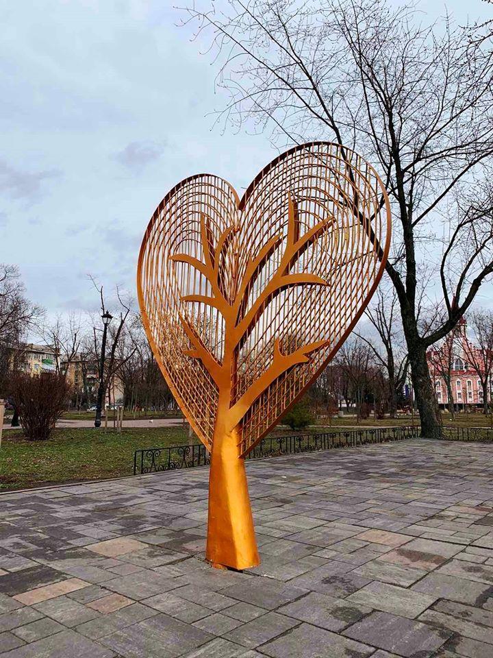 У Києві з'явилося нова локація для освідчення в коханні: фото