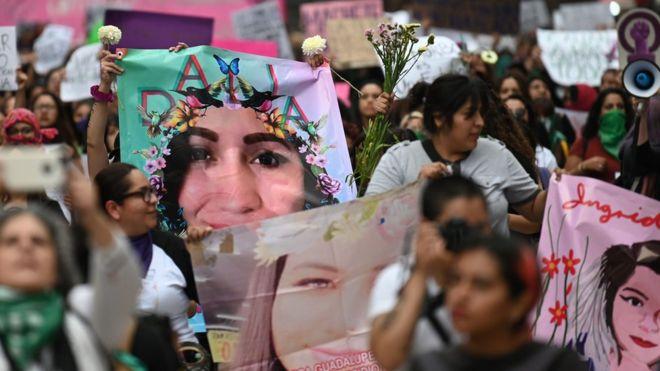 У Мехіко сотні людей вийшли на акцію протесту через вбивство жінки