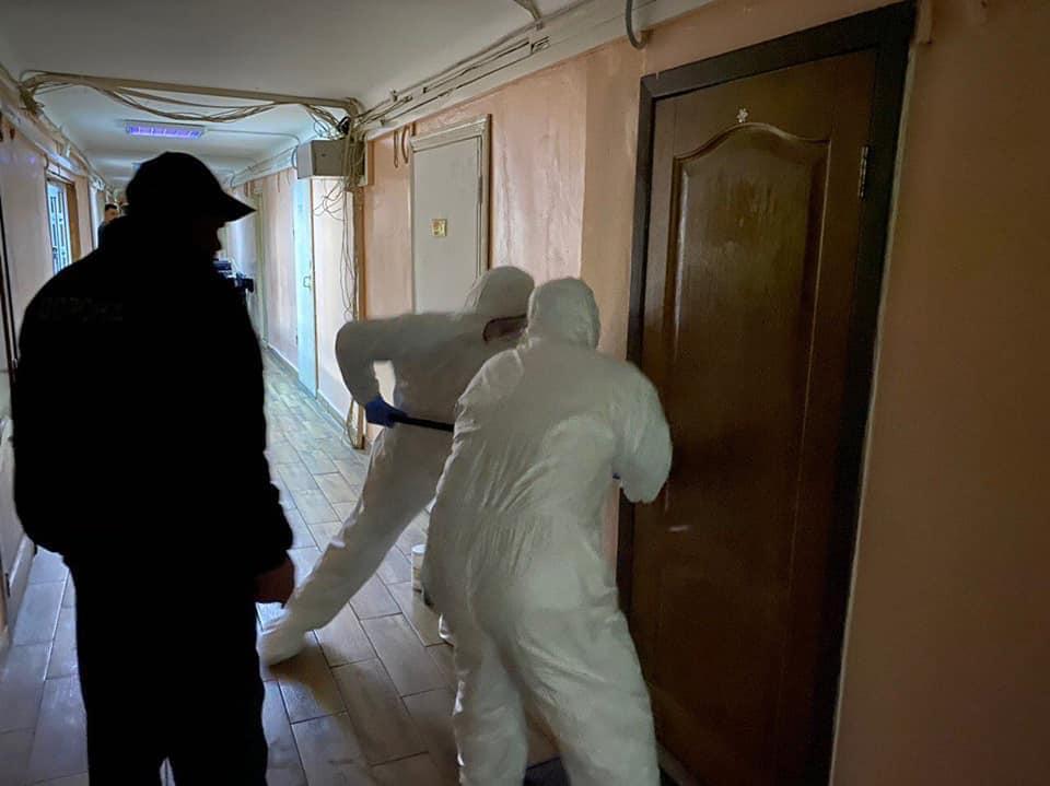 ДСНС провела дезінфекційні заходи у гуртожитку медичної академії у Києві через коронавірус
