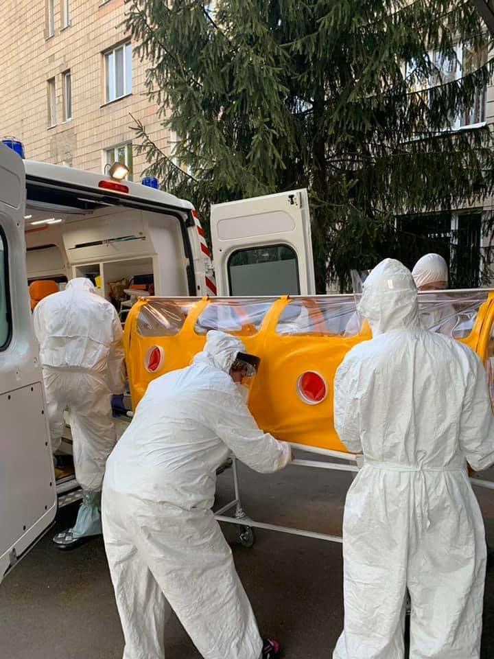 У виготовленій в Україні капсулі вперше перевезли хворого на COVID-19