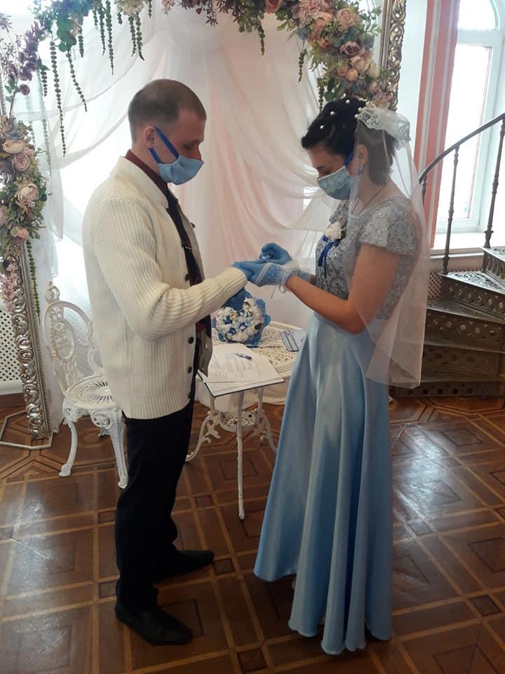 Скільки пар одружилися та розлучилися за час карантину в Україні