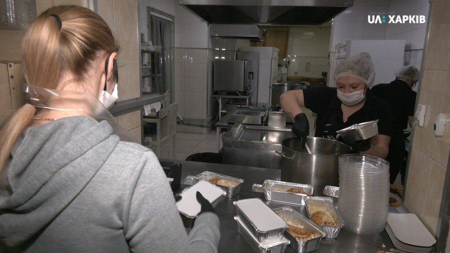 У Києві та Харкові MAFIA готують безкоштовні обіди для медиків