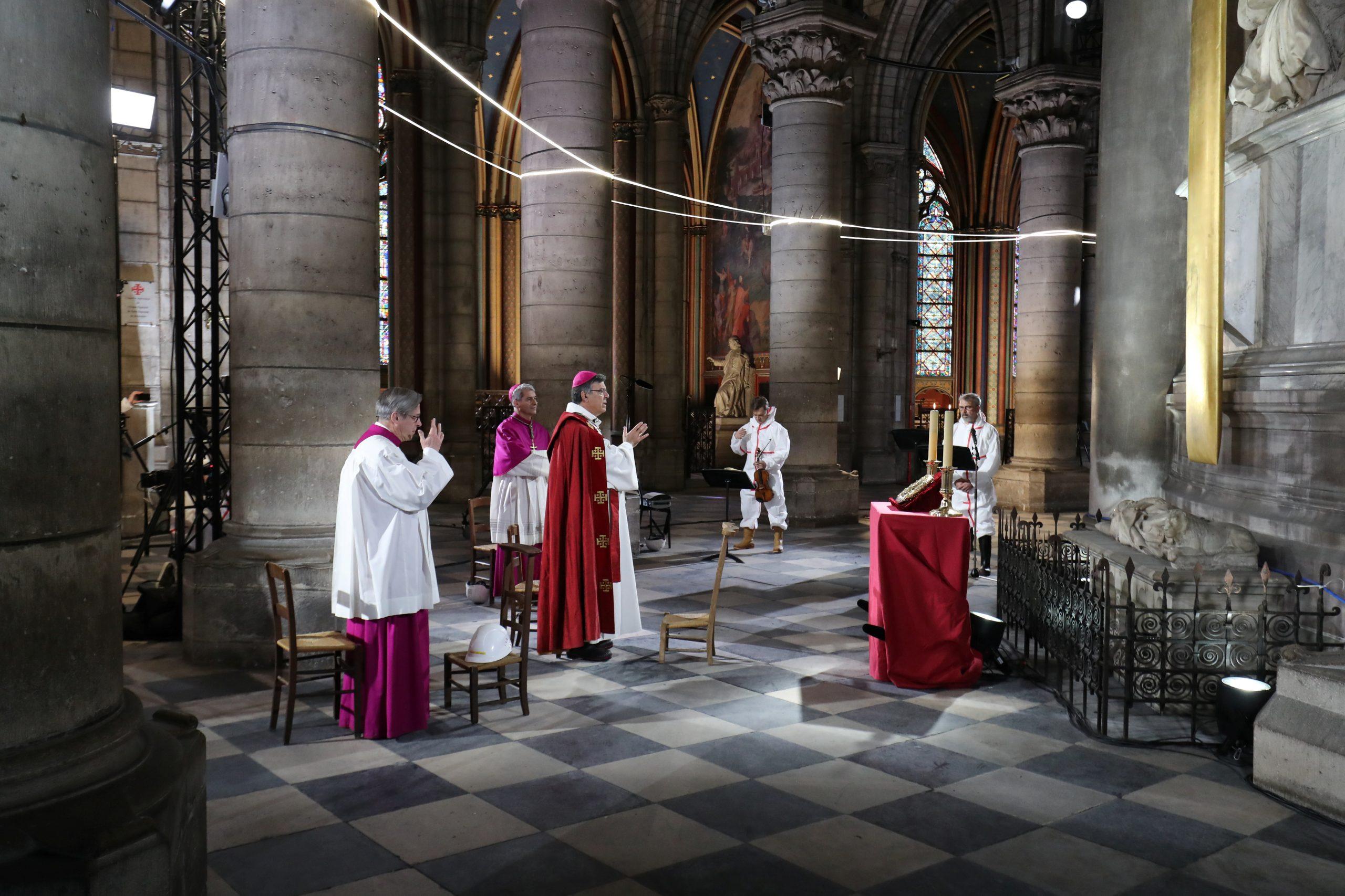 У соборі Нотр-Дам де Парі провели передвеликодню месу