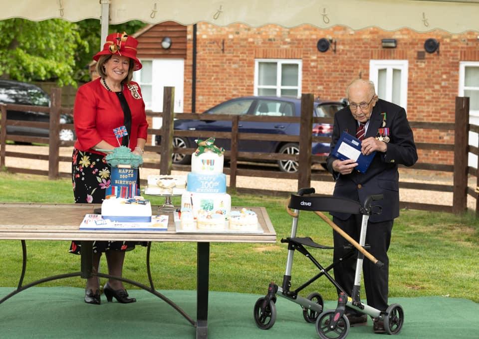 Єлизавета II також привітала зі 100-річчям ветерана